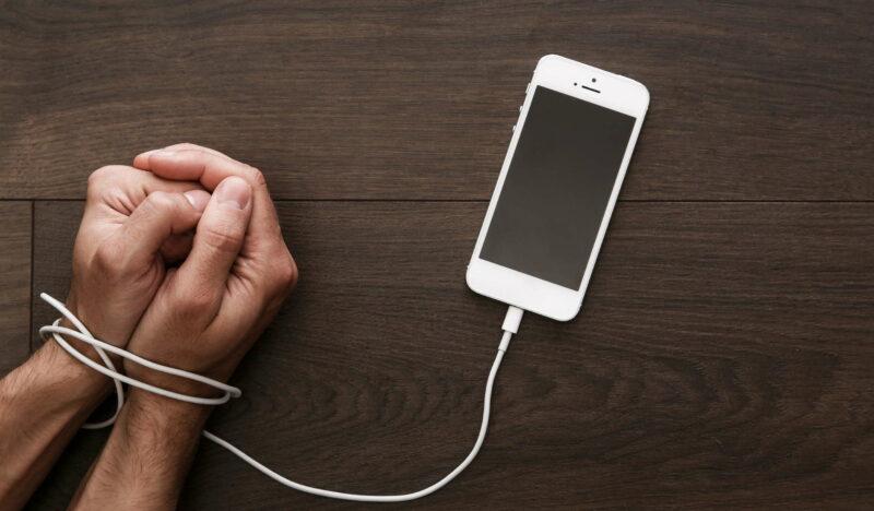 Závislost na mobilu
