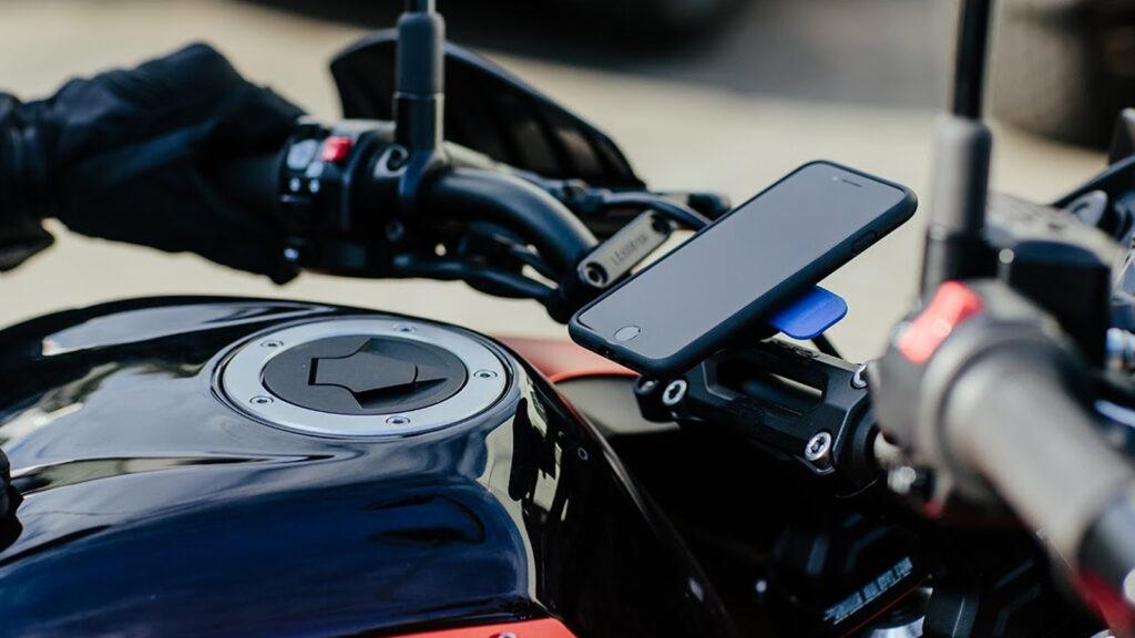 iPhone na motorce